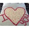 Подарите своей возлюбленной мир  романтики наполненный лепестками роз.