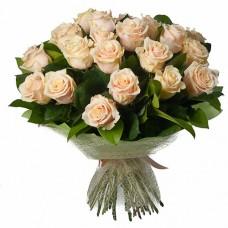 35 кремовых роз