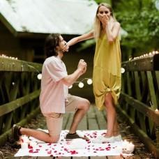 Лепестки роз для предложения руки и сердца