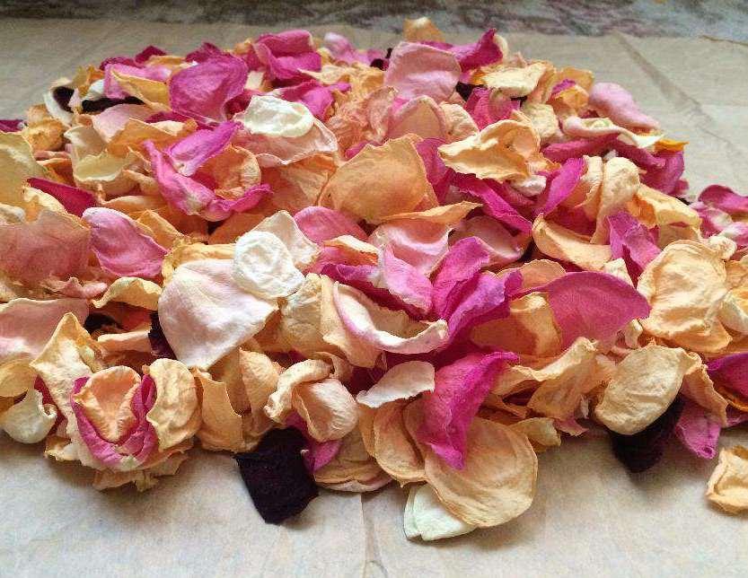 Купить сухие лепестки роз